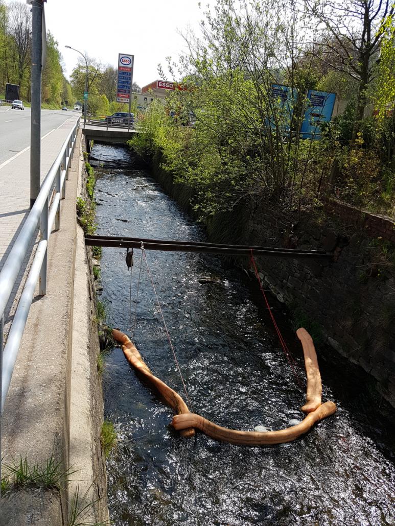 Brandschaden Transporter Annaberg Fluß mit Schutz